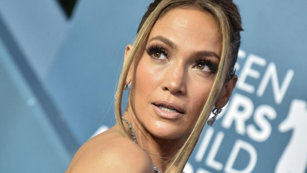 Jennifer Lopez vuelve a sorprender con la manicura tendencia que hace...