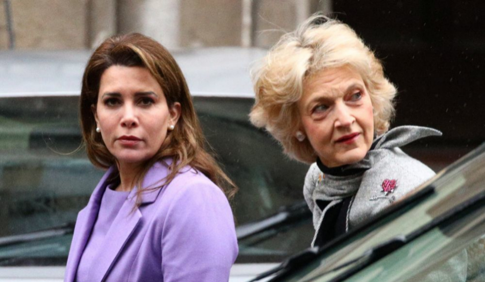 La princesa Haya de Jordania y su abogada Fiona Shaclenton.