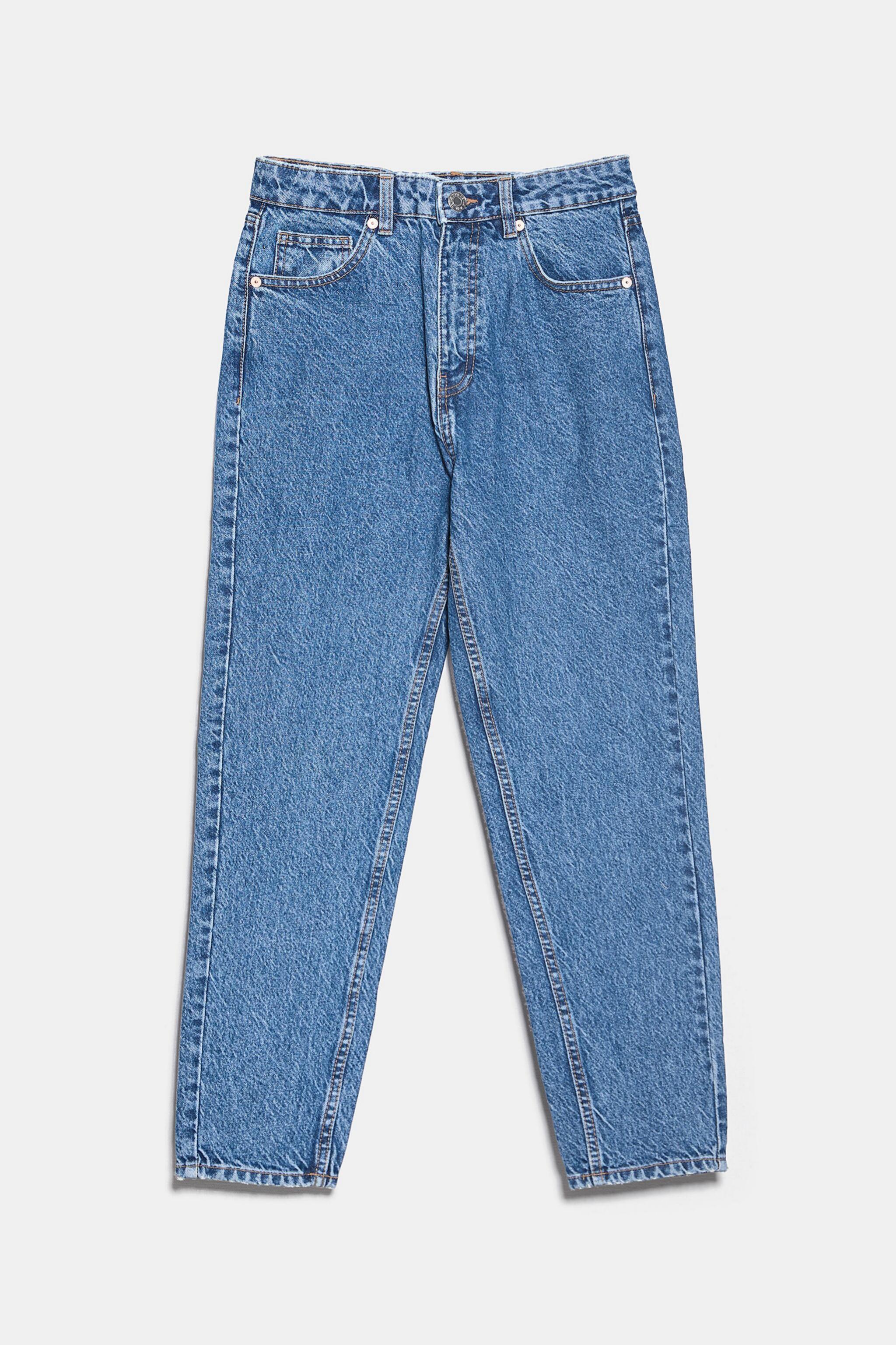 <em>Mom jeans </em>de estilo clásico de Zara (25,95¤)