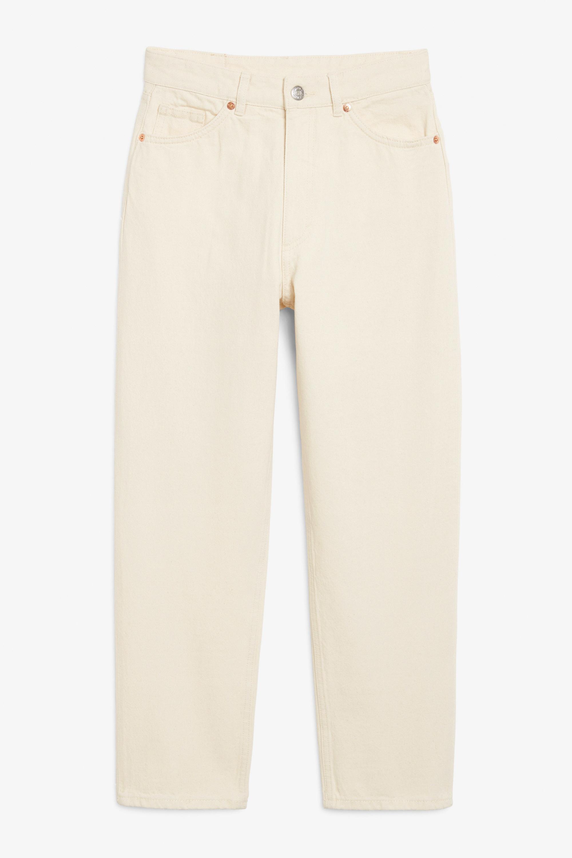 <em>Mom jeans</em> en color beige de estilo vintage de Monki (40¤)