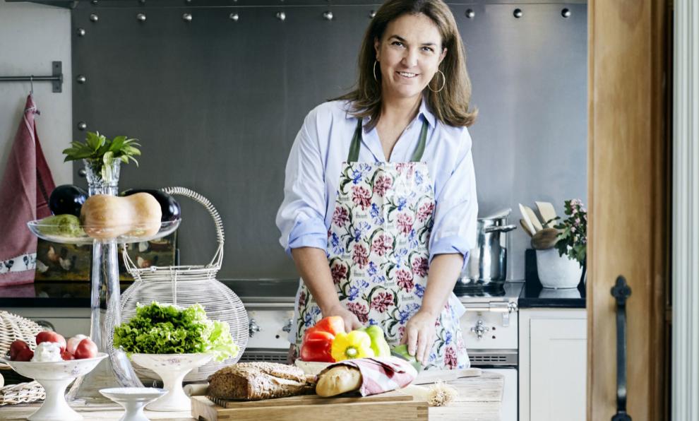 Dedicarse a cocinar aprovechando los alimentos que tenemos en la despensa es otra gran opción.