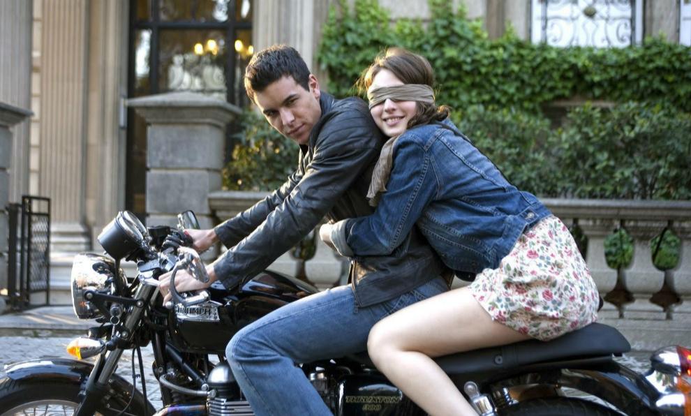 Mario Casas y María Valverde protagonizaron la versión española de...