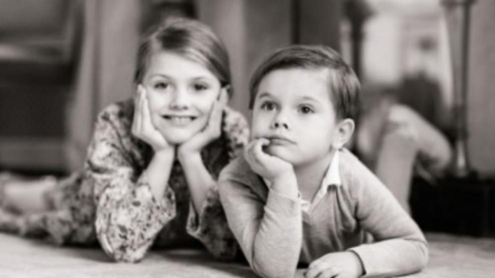 Los príncipes Estelle y Oscar.