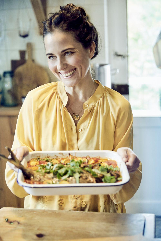 Intenta hacer las cinco ingestas al día y no caer en un mal picoteo, aprovecha los snacks más sanos de tu despensa.