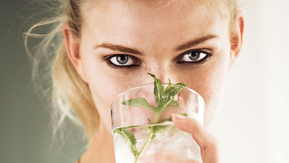 Aumenta el consumo de vitamina C a diario en forma de naranjas, zumos naturales... para hacer tu sistema inmunitario más fuerte.