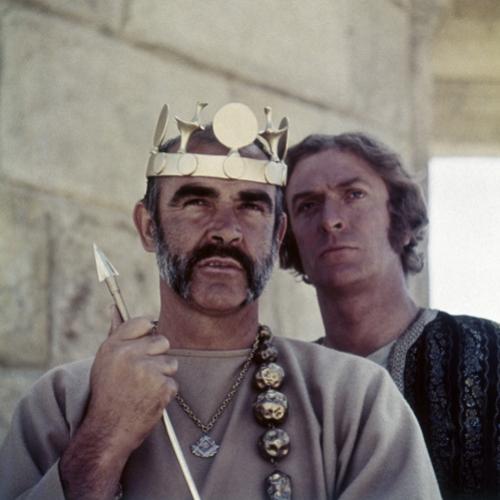 Sean Connery y Michael Caine en El hombre que pudo reinar, basada en...