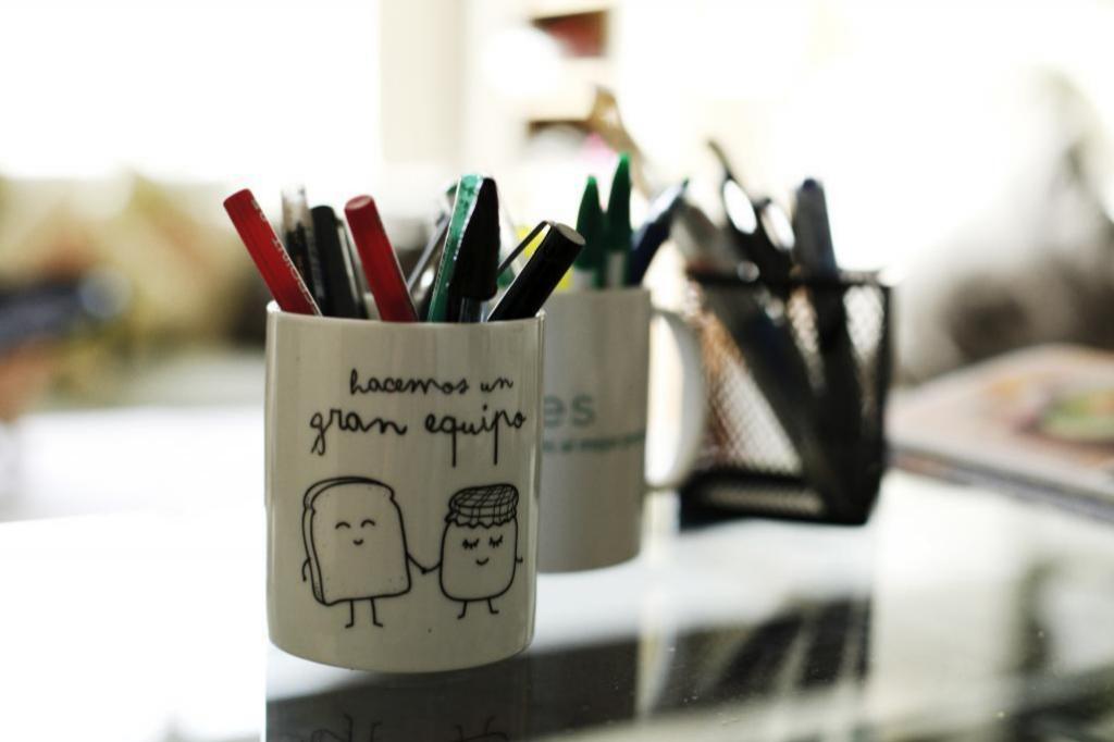Extrema la limpieza de todas las superficies y objetos de tu escritorio para evitar la proliferación de <a href=