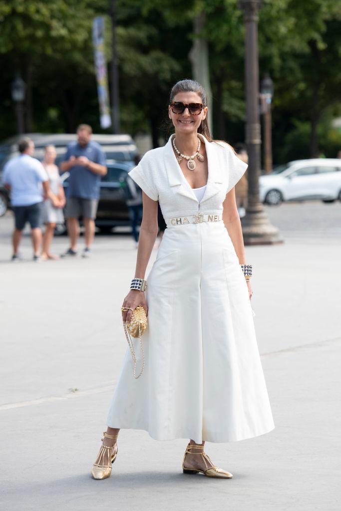 Giovanna Battaglia en la Alta Costura de París con vestido de Chanel.