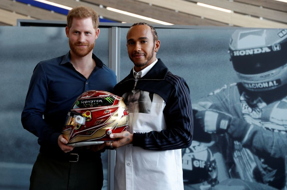 El duque de Sussex con Lewis Hamilton.