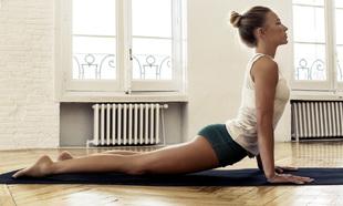 Las postura de yoga están muy recomendadas para hacer estiramientos...