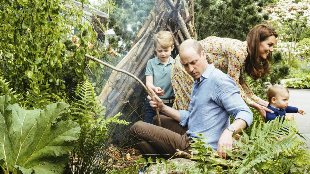 Los Cambridge con sus hijos George y Louis.