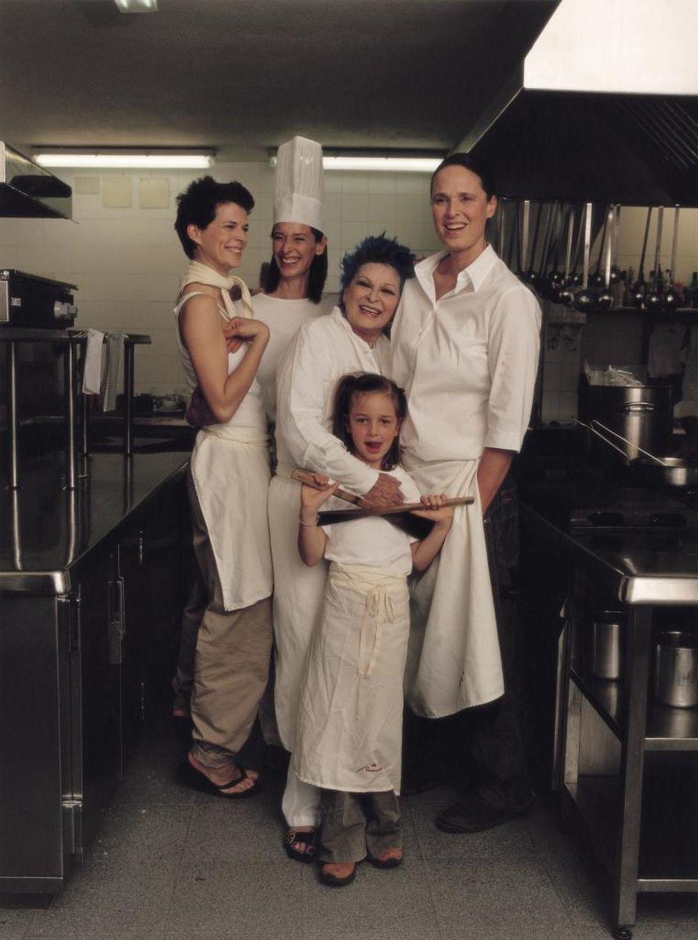 En Rocamador en 2003 y en uno de los reportajes para TELVA con Bimba Bosé, Lucía Bosé (madre e hija), Paola Dominguín y Palito.