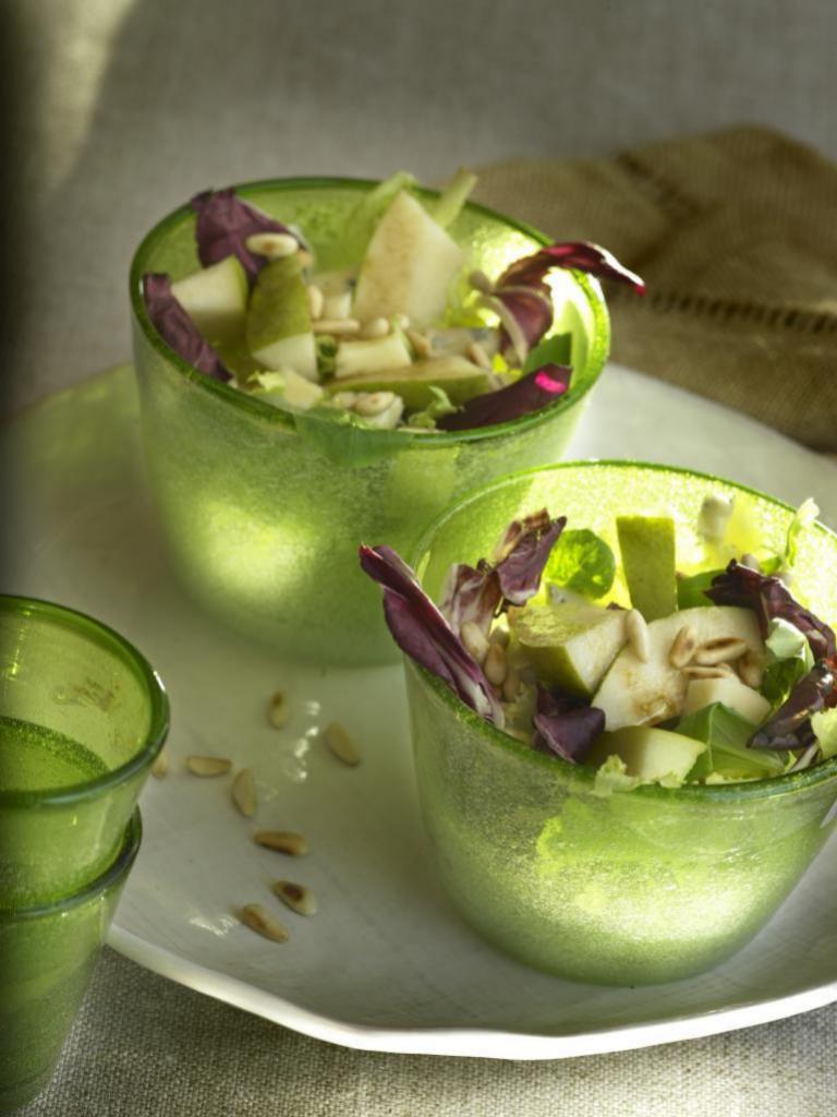 Dale un toque de creatividad a tus ensaladas de fruta.