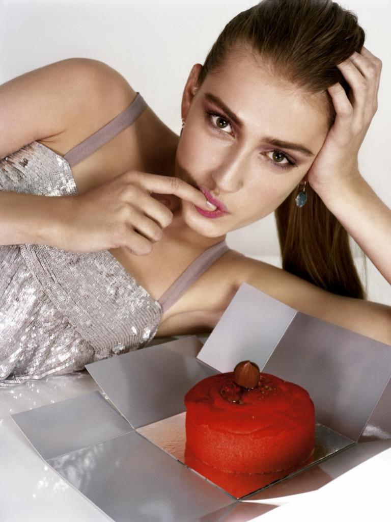 Aunque la ansiedad te los pida, evita los alimentos con alto contenido de azúcar y muchas calorías.