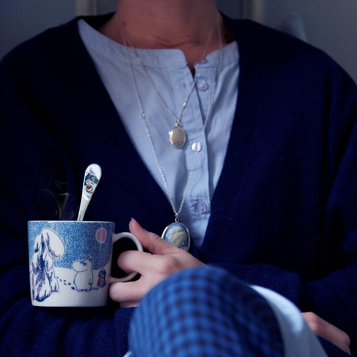 Un té humeante y una manta cálida para disfrutar del cine. Foto:...