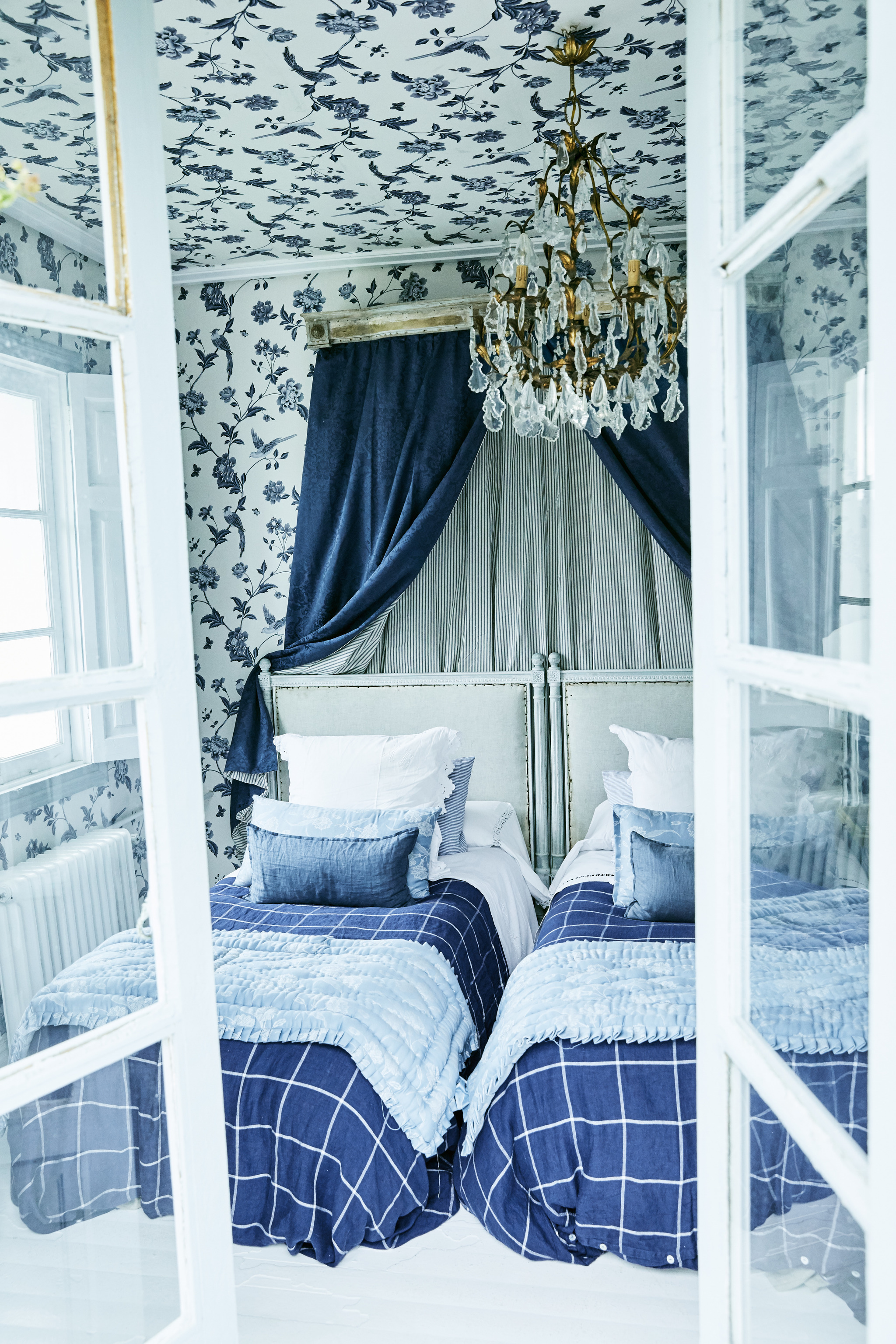 Ventila las habitaciones a diario, la falta de aire fresco favorece la transmisión del virus.