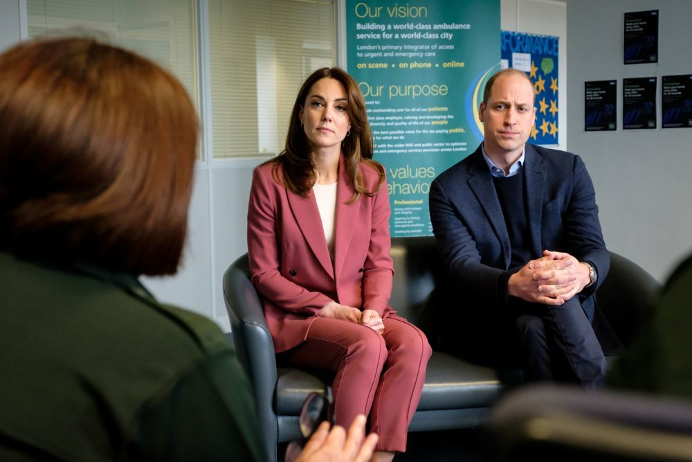 Los duques de Cambridge visitan un centro de emergencias