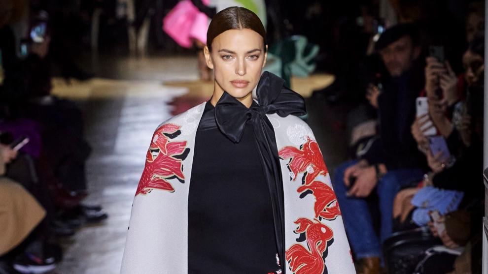 Irina Shayk en el desfile de Alta Costura de Valentino...