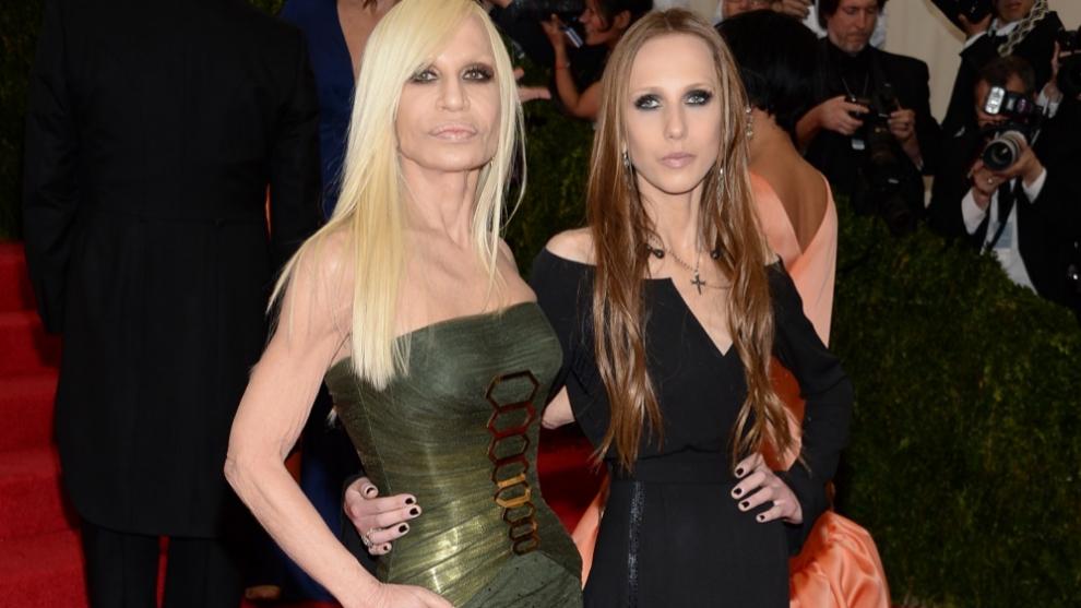 Donatella y su hija Allegra Versace en la gala MET de Nueva York de...