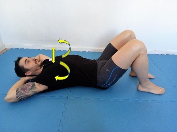 La respiración intercostal se ejecuta ensanchando costillas hacia los lados y hacia arriba.