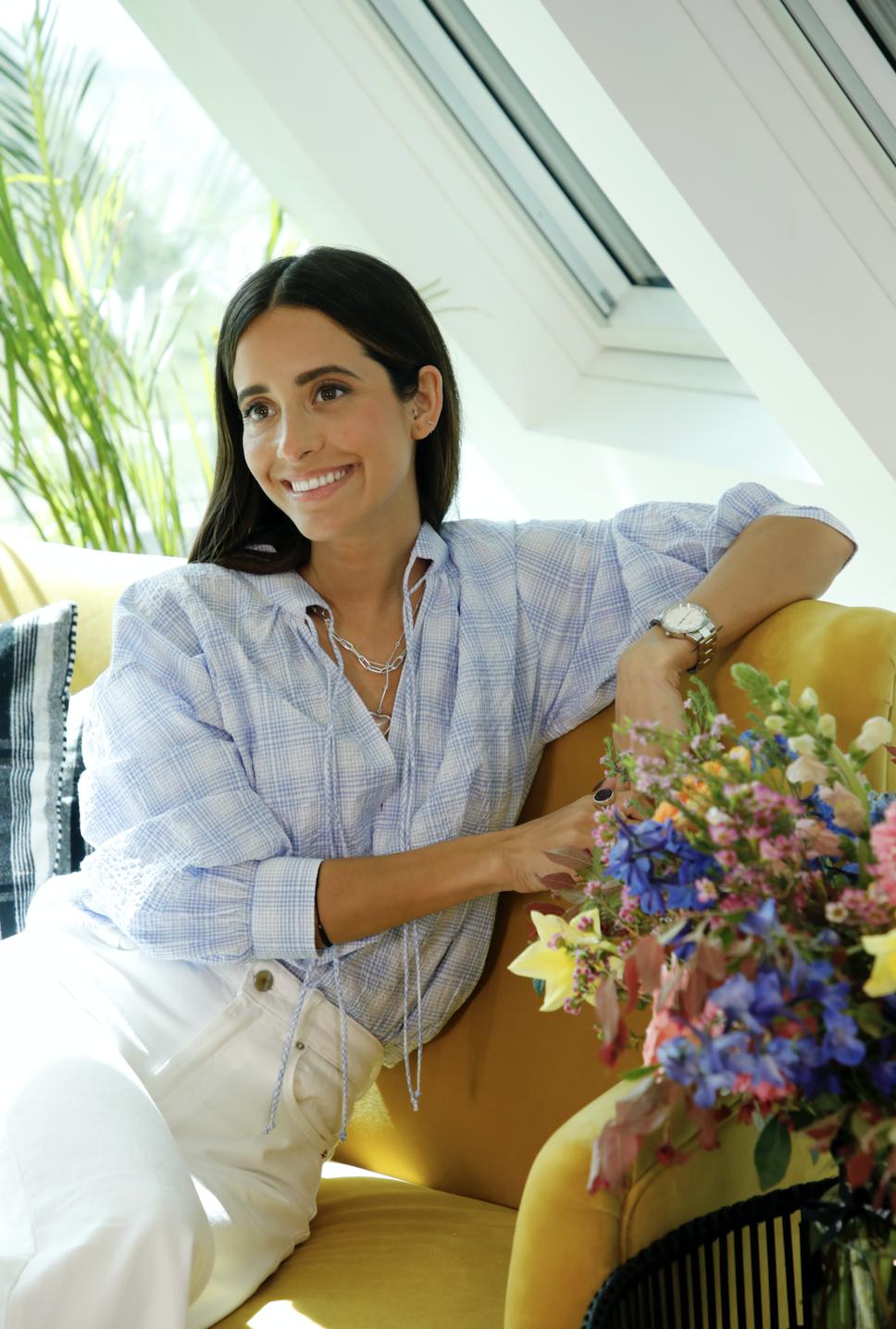 María Fernández Rubíes con camisola azul de rayas de Zara