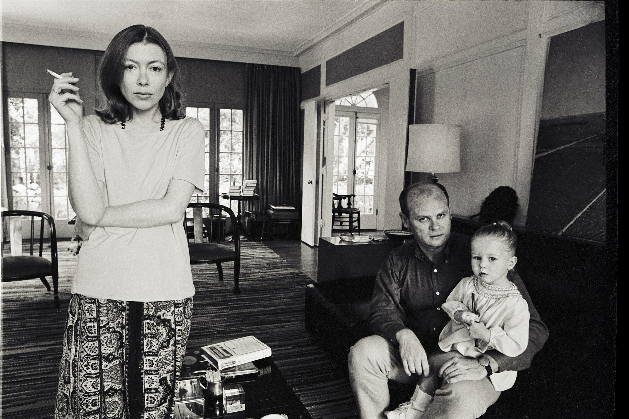 """Escribe la periodista Joan Didión: """"La vida cambia en un instante. Te..."""