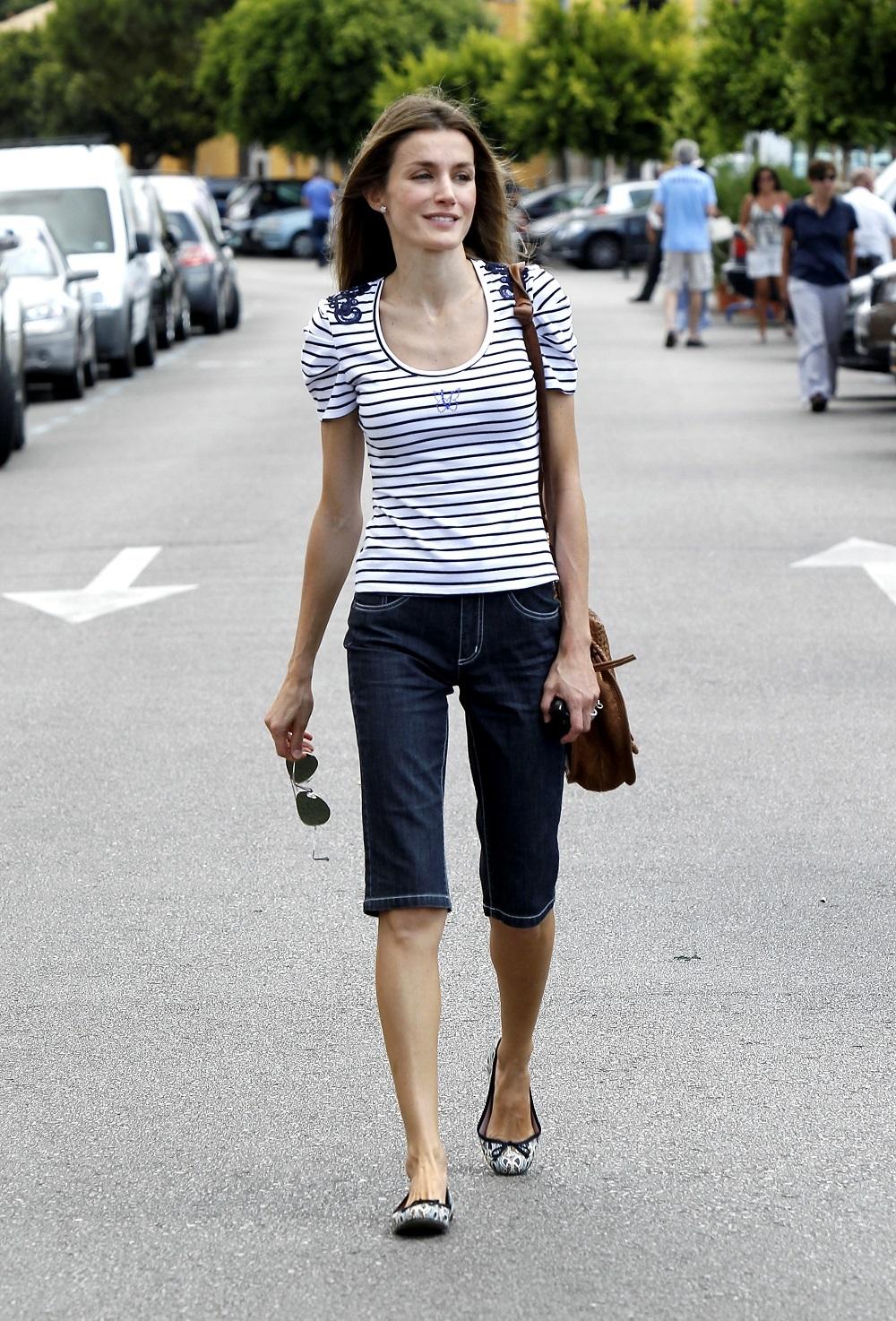 Aún no era reina. La princesa de Asturias Letizia Ortiz paseando por las calles de Palma de Mallorca en 2010.