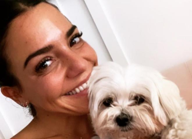 Paula Ordovás envía a Telva su selfie confinada en casa con Robin,...