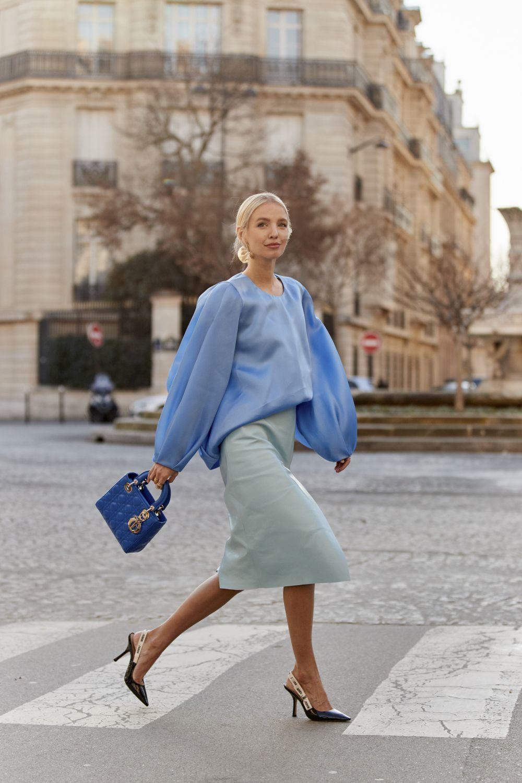 Un look en tonos azules que nos conquista.