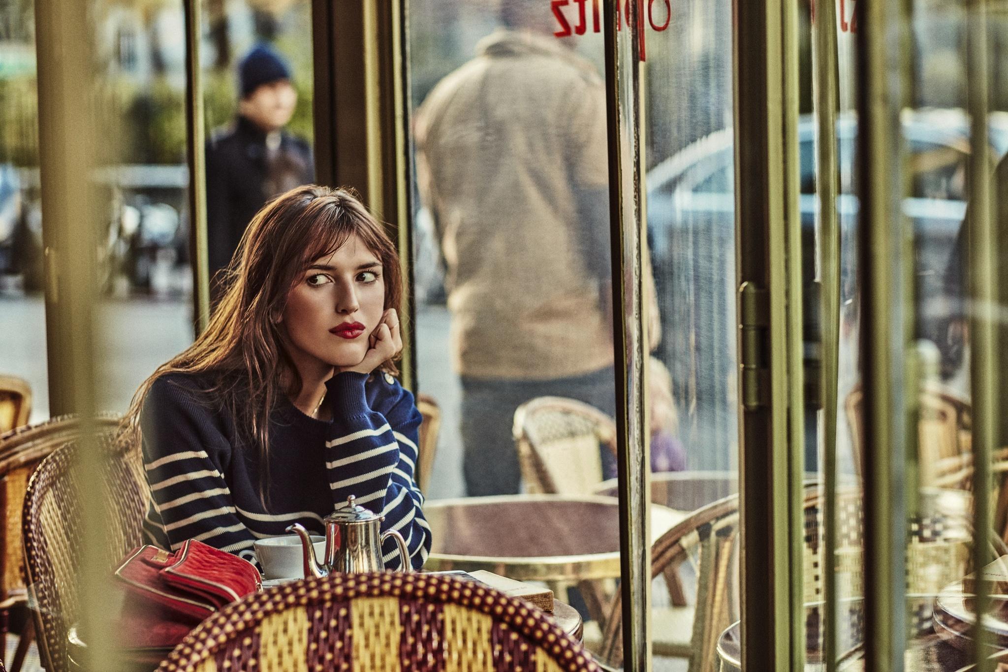 Jeanne Damas en un restaurante de París.