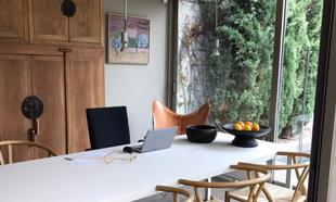 """""""Me he instalado en el comedor de mi casa de Aravaca, en Madrid,..."""