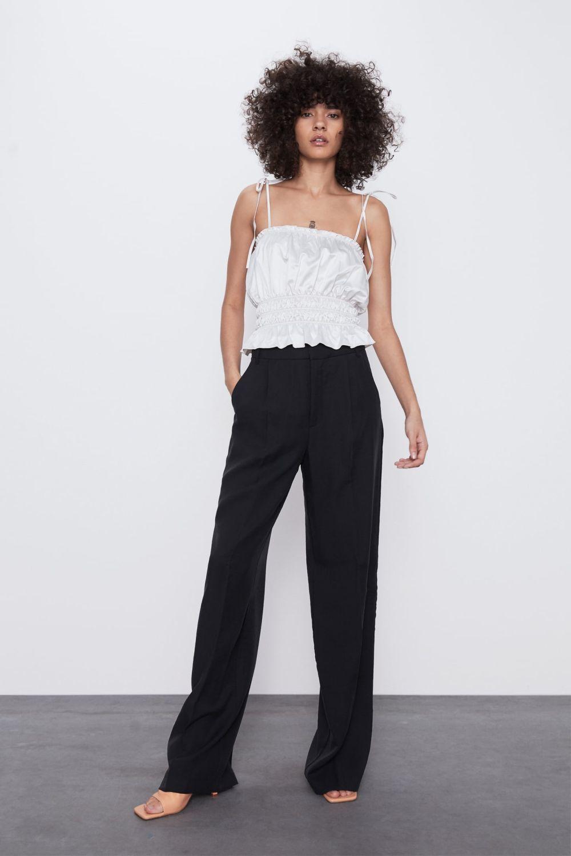 Pantalón con pinzas de Zara (25,95 euros).
