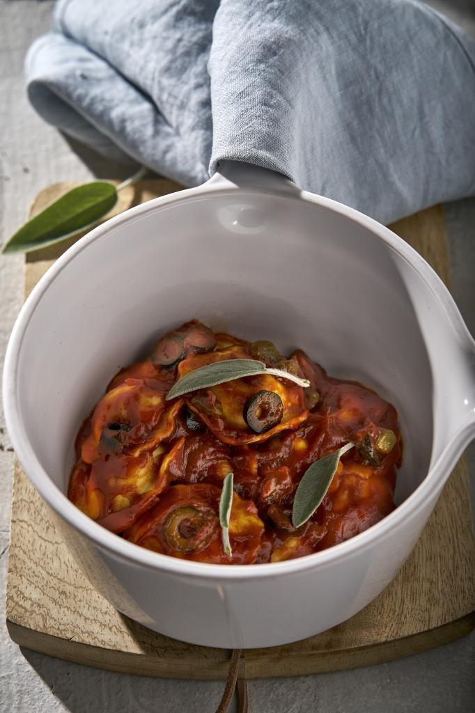 Plato de pasta con tomate