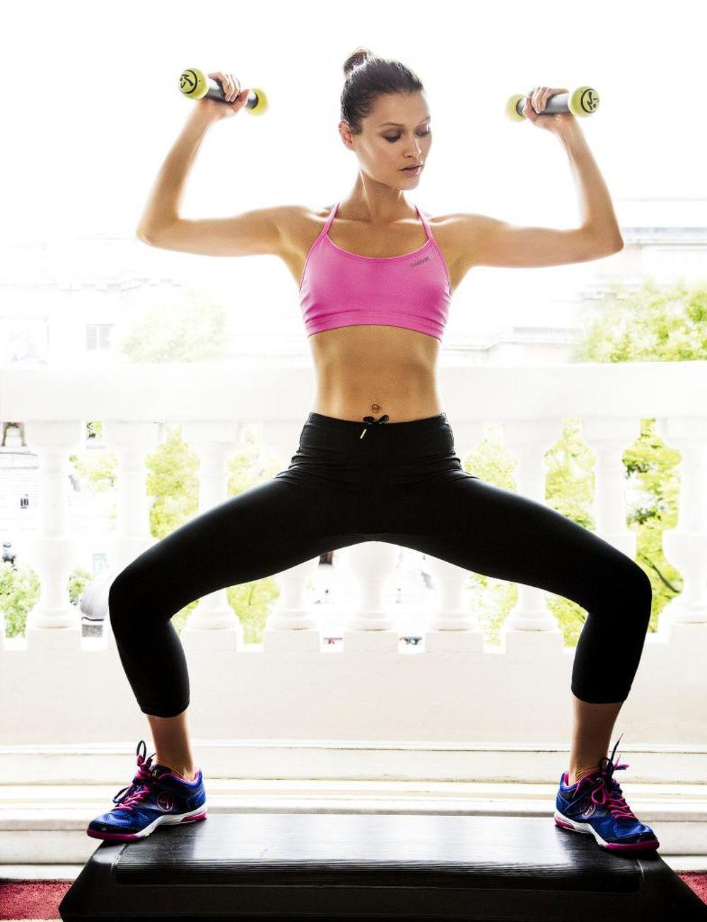 Ejercicios con pesas para fortalecer los brazos.