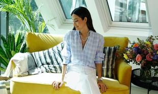 María Fernandez-Rubíes con camisola azul de rayas de Zara