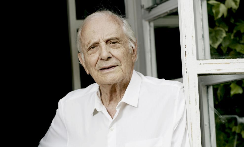 El escritor José Luis Olaizola