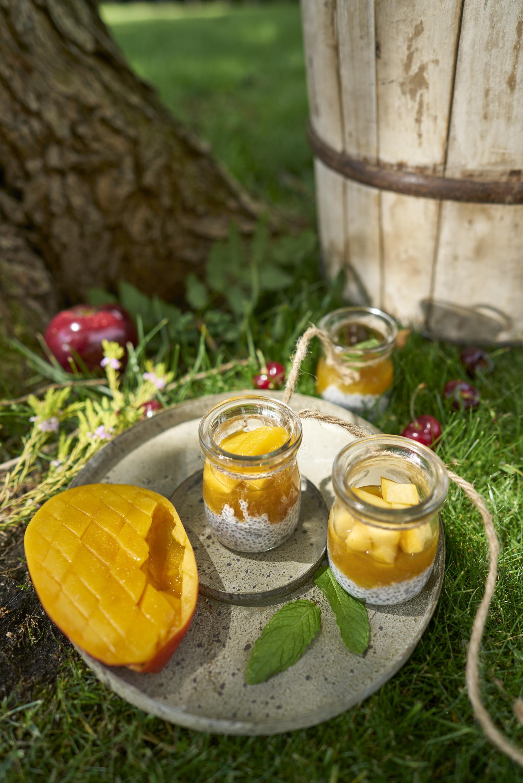 Yogur con frutas y semillas de chía, el postre ideal.