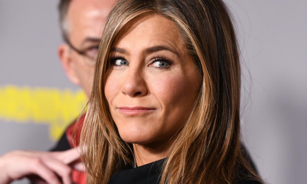 Jennifer Aniston lleva delegando la coloración de su rubio 20 años a...