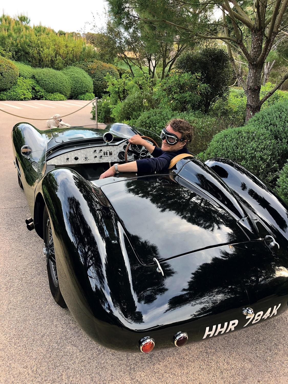 El  Aston Martin DBR vintage de Patrick Hampel en su villa de...