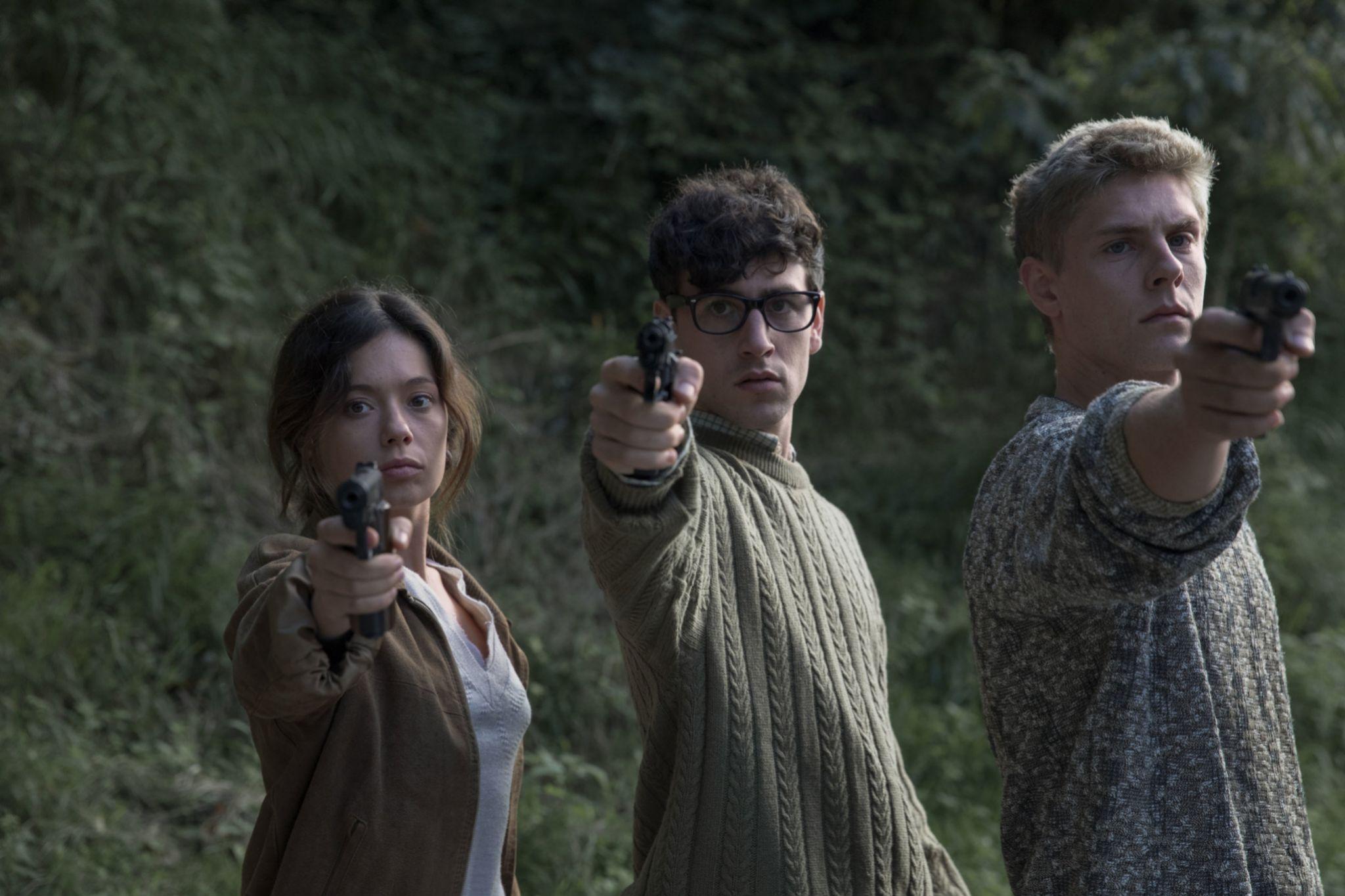 Anna Castillo, Àlex Monner y Patrick Criado en La línea invisible