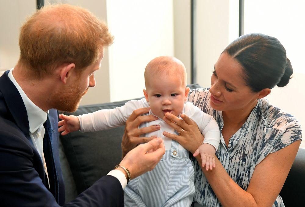 Los duques de Sussex con Archie.