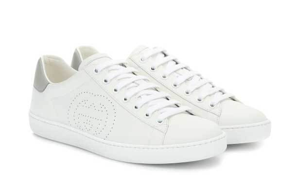 Zapatillas blancas de Gucci (470 euros).