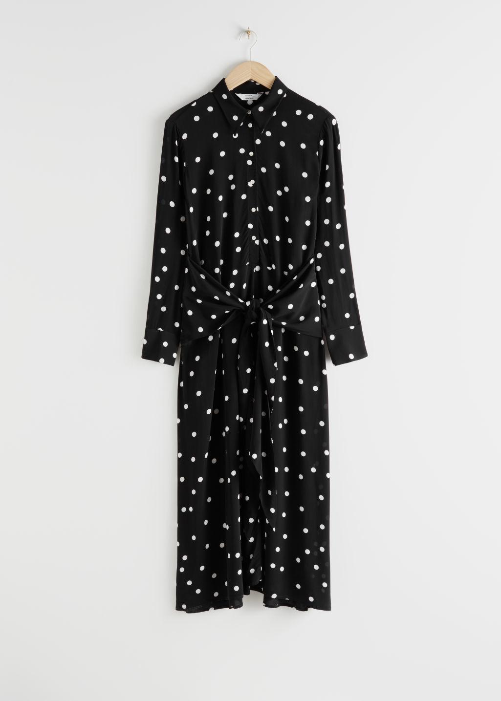 Vestido camisero de & Other Stories (99 euros).
