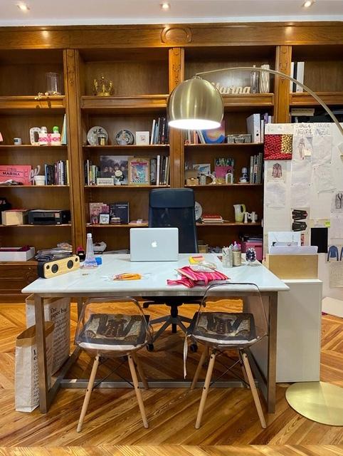 El espacio de trabajo de Marina Conde durante esta etapa de creatividad a puerta cerrada.