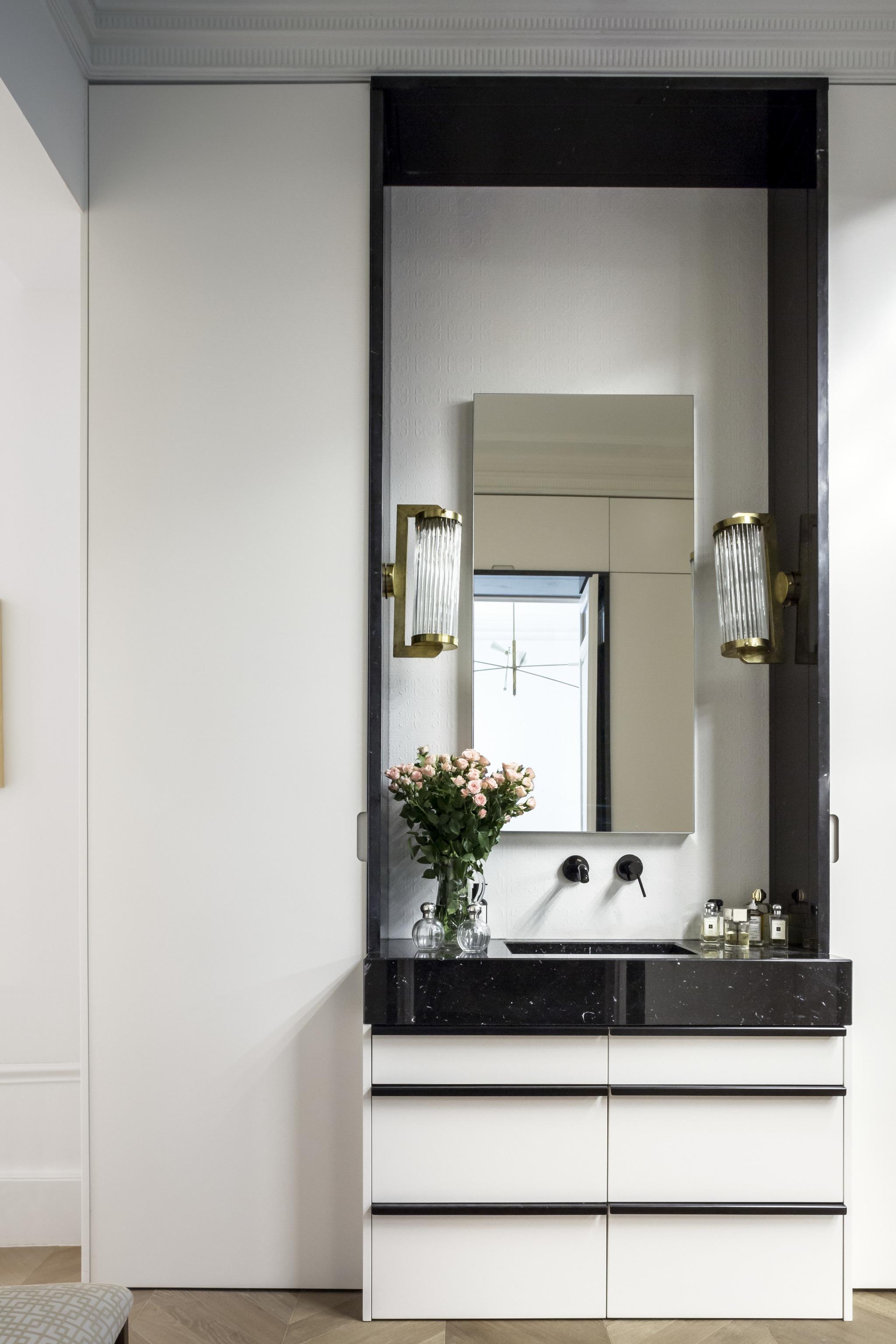 lavabo integrado en la habitación