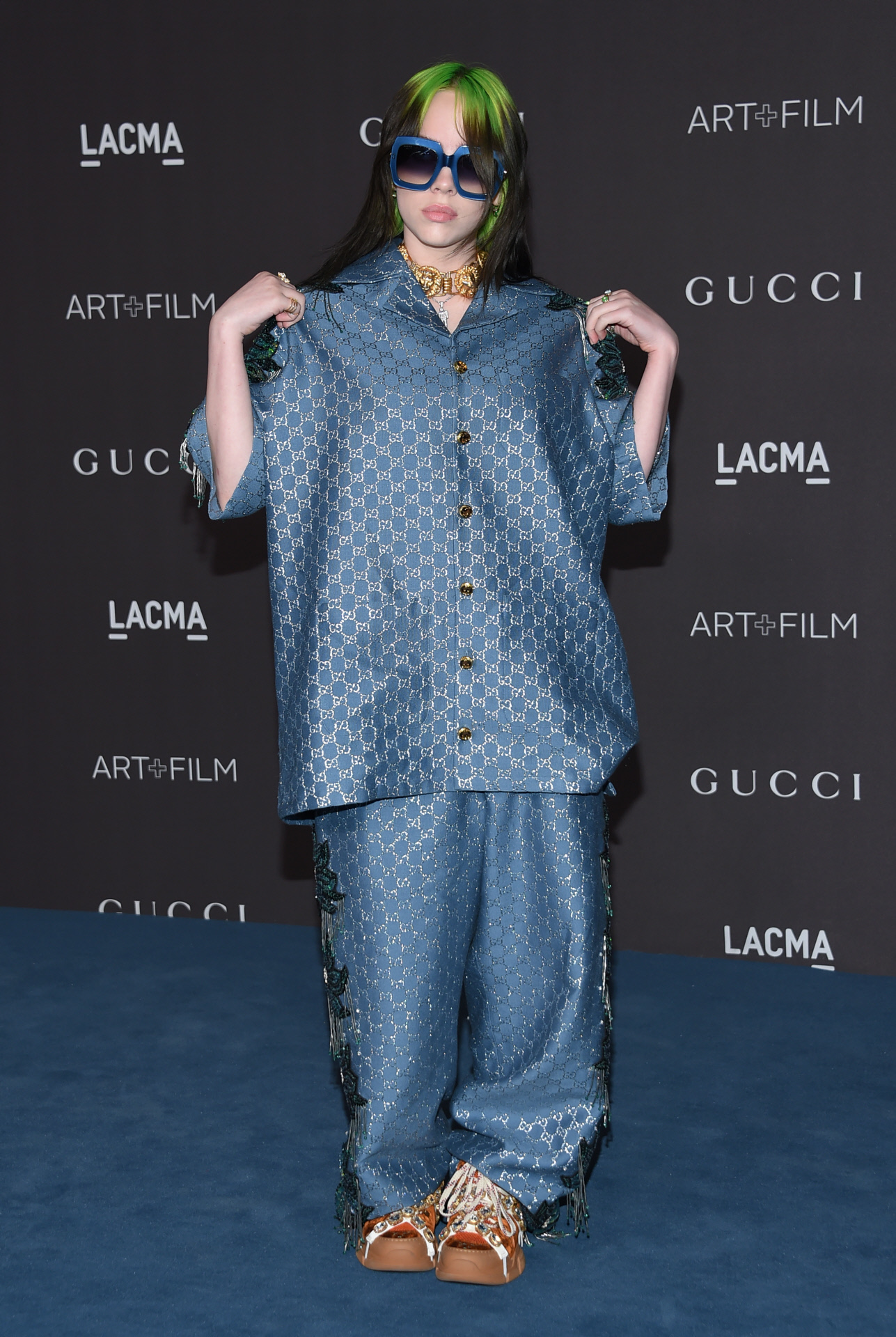 La cantante Billie Eilish en Los Ángeles vestida de Gucci.