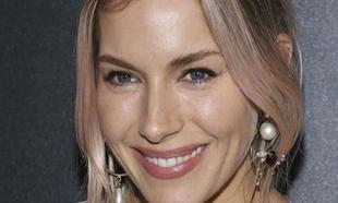 Sienna Miller luce una piel increíble incluso sin maquillaje.