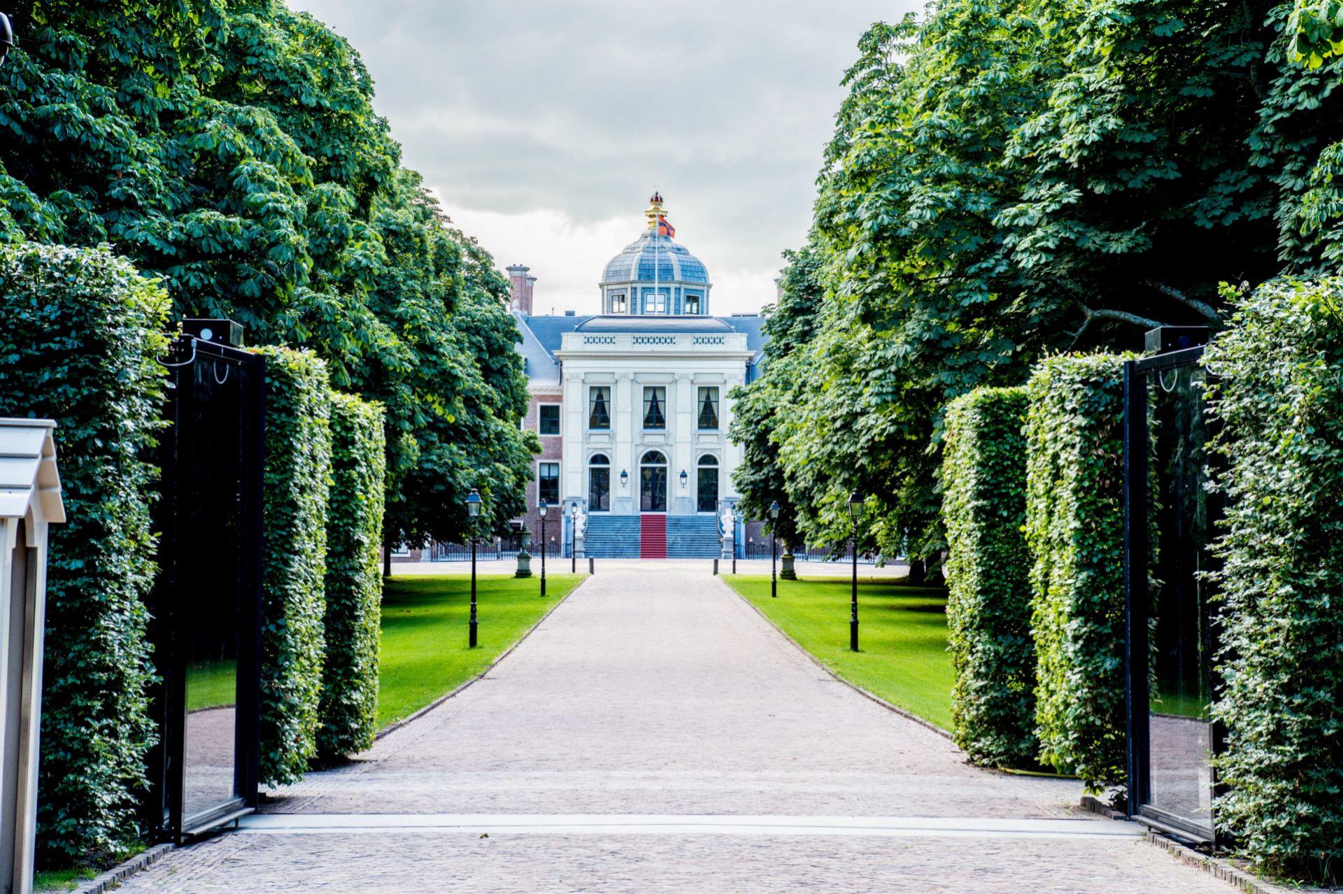 Vista exterior del palacio de Huis ten Bosch.