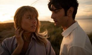 """Javier Rey y Blanca Suárez en una de las imágenes de """"El verano que..."""