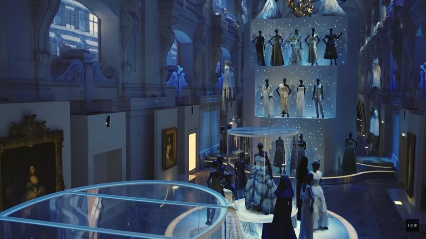 Vista de una de las salas del Museo de las Artes Decorativas de París que acogieron la exposición de Dior.